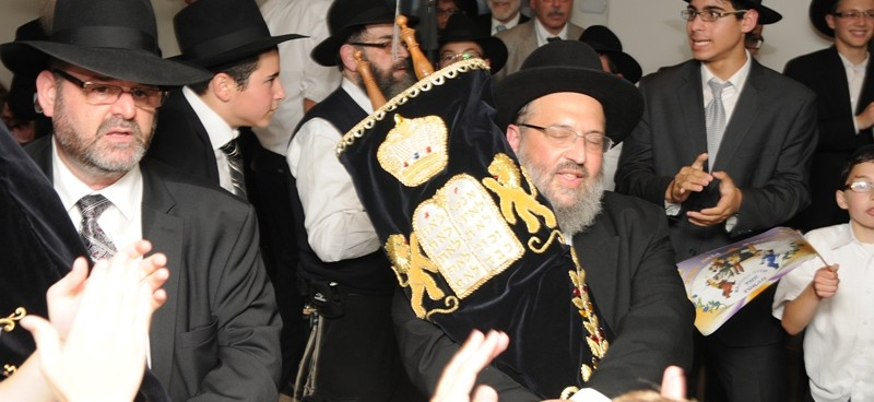 R Breitowitz at the Hachnasas Sefer Torah